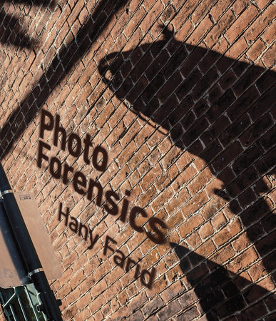 Photo Forensics by Hany Farid